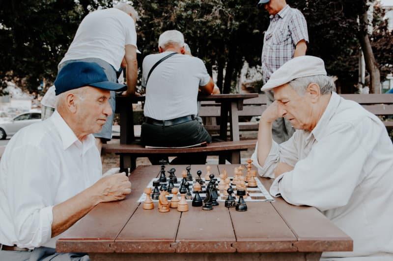 Einsamkeit im gehobenen Alter verhindern